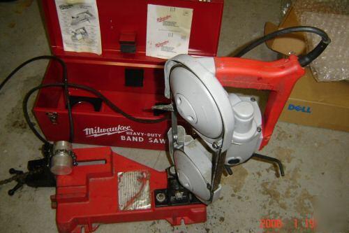 milwaukee 48-08-0260 portable band saw table 1