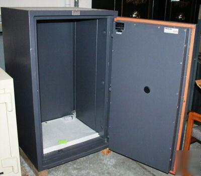 Meilink Dauntless Bc4524 1 Fire Safe W 3 Adj Shelves