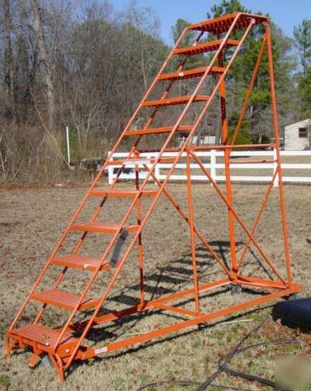 11 step rolling warehouse ladder 8 39 platform deer stand for Deer stand steps